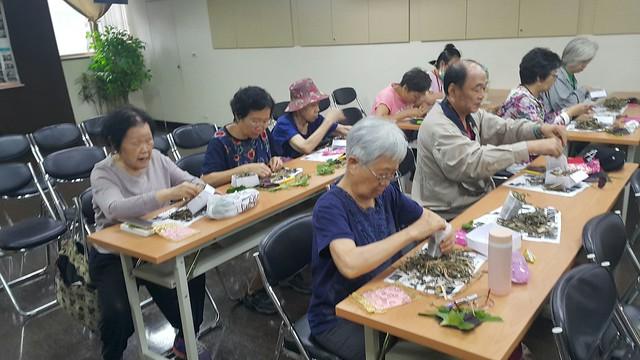 周易數字占卜師李政安先生提供_聽眾朋友認真的製作平安包
