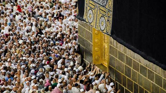 3078 7 Facts You Should Know About the Multazam of Kaaba 01 (1)
