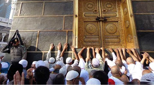 3078 7 Facts You Should Know About the Multazam of Kaaba 01 (2)