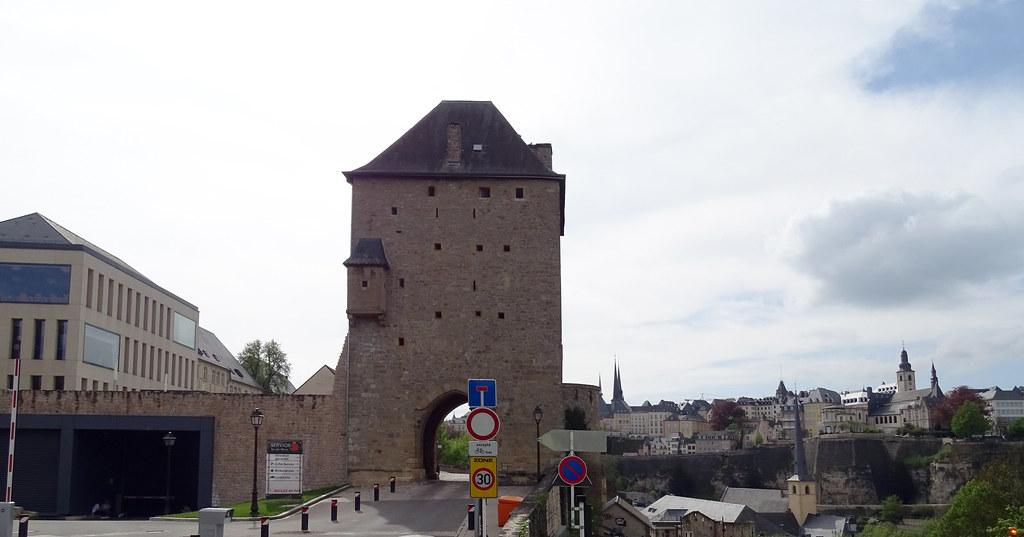 Torre de Jacob y muralla Meseta Rham ciudad de Luxemburgo 04