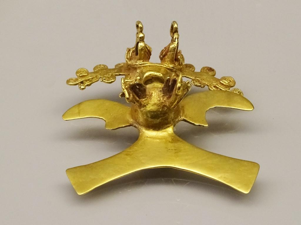 colgante chiriquies de oro chaman zoo y antropomorfo 700-1500 cultura Diquis Costa Rica Museo de America Madrid