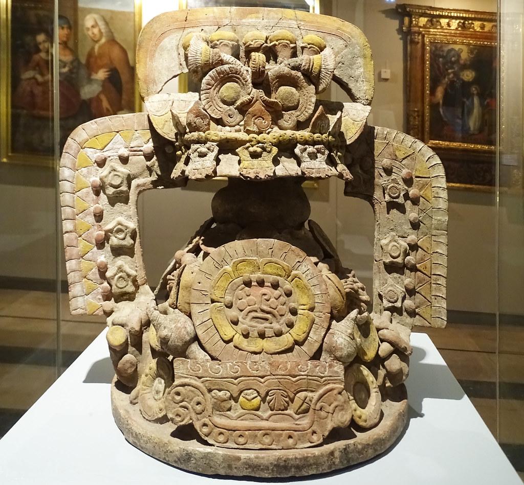 Incensario tapa de ceramica estrellas flores marino 400-700 cultura Teotihuacan Mexico Museo de America Madrid