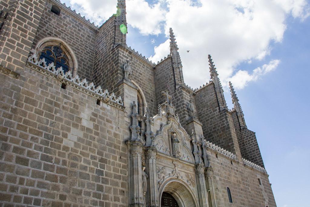 portada exterior y contrafuertes iglesia Monasterio de San Juan de los Reyes Toledo