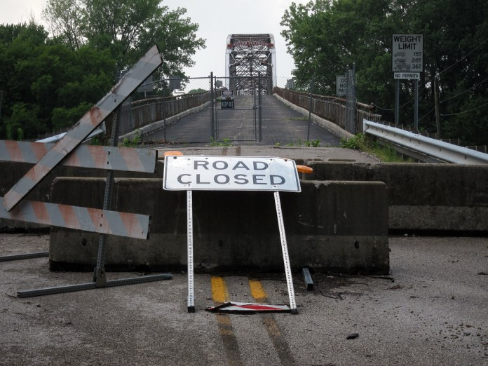 Closed: New Harmony bridge