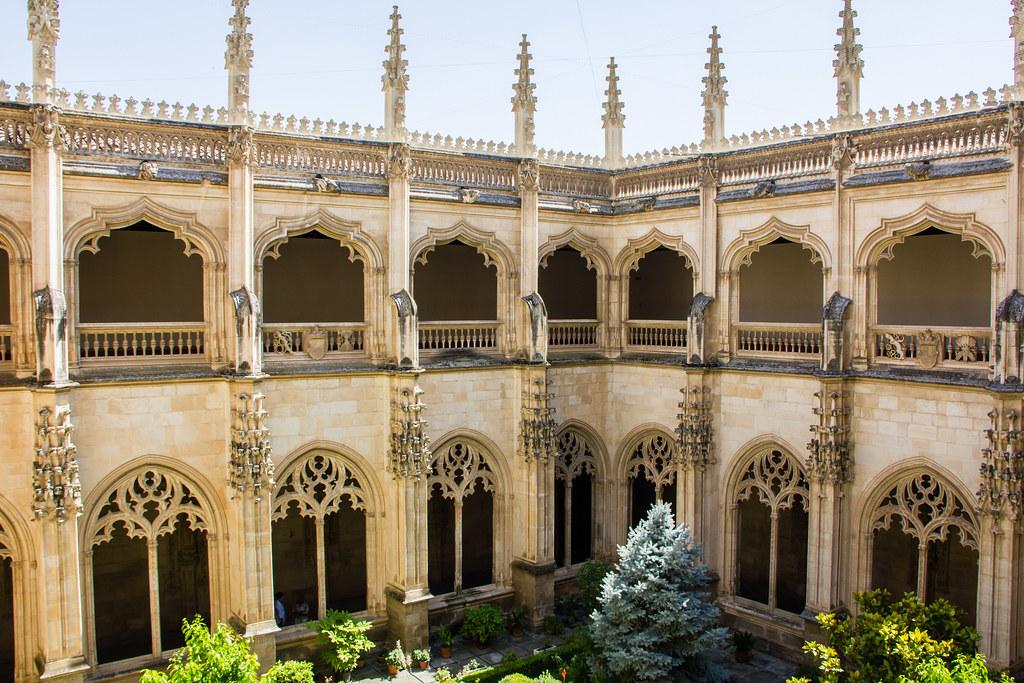 patio y galerias del Claustro Monasterio San Juan de los Reyes Toledo 01