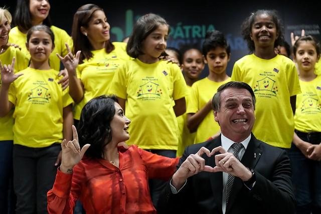 Em cerimônia com Bolsonaro e Michelle, governo lança programa de incentivo ao trabalho voluntário