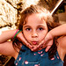 ensaio fotográfico de crianças no meio da festa de aniversário de adultos ♥ retrato infantil