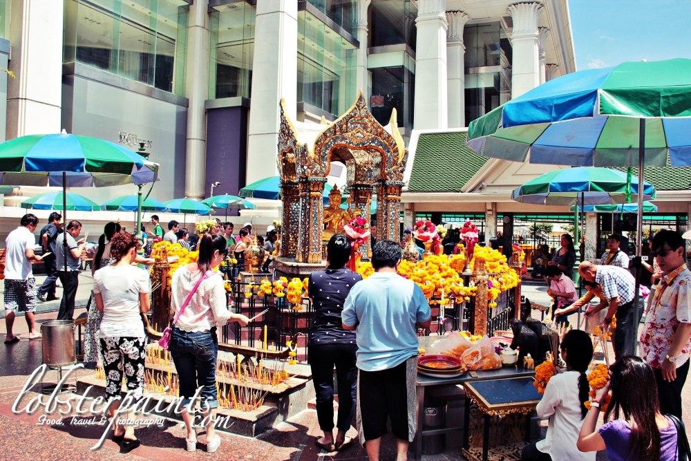 1thao-maha-brahma-erawan-shrine--bangkok-thailand_26445416496_o