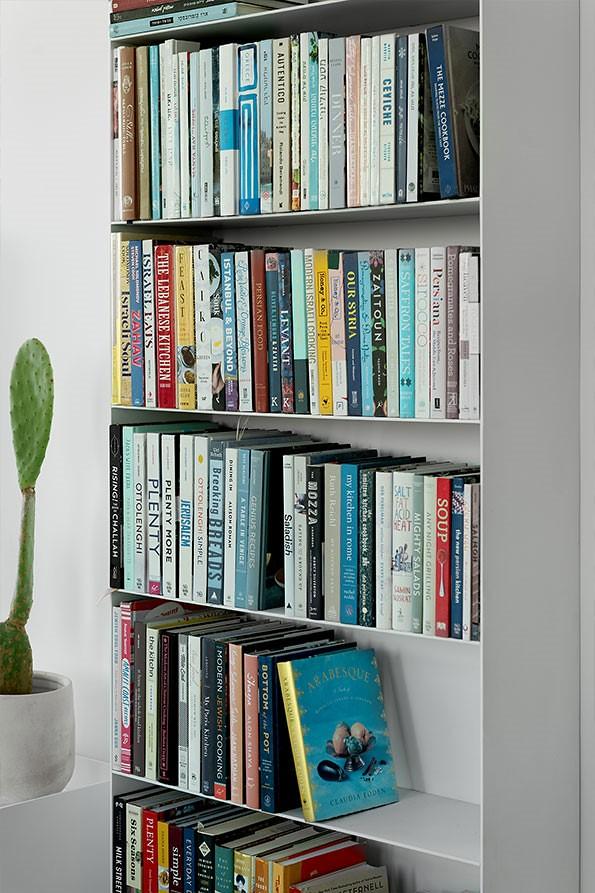 ספריה מברזל בעיצוב מינימלי, ארטיג'אני