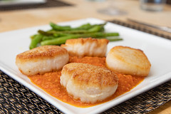 Scallops with Romesco Sauce and Green Beans