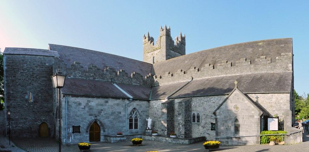 panorámica exterior iglesia Abadia Negra Black Abbey Kilkenny Republica de Irlanda 02