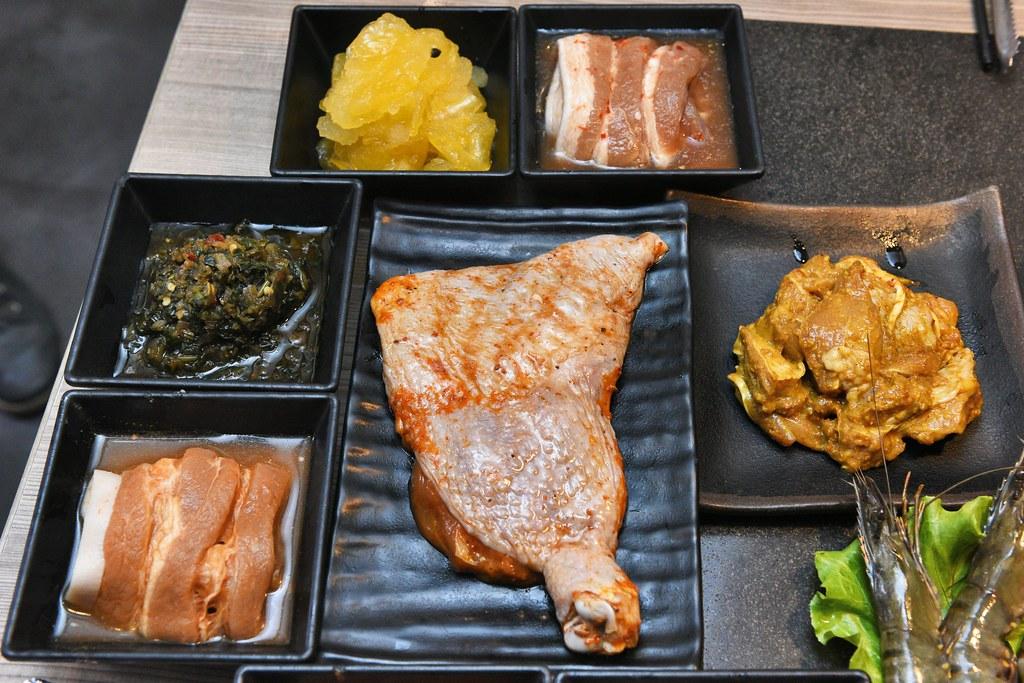 [新北板橋] 愛烤愛對囉炭火燒肉吃到飽。夏季限定泰好吃菜色。肉品海鮮無限享用! @ 尼豪的美食旅行手札 ...