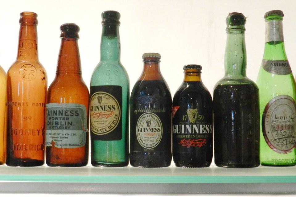 botellas de tipos de cerveza Guinness fabrica de cerveza Guinness Dublin Republica de Irlanda 05