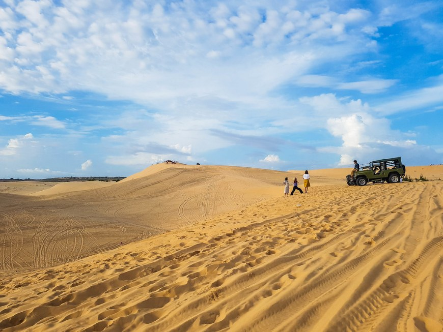 The white sand dunes, with a jeep and a few people taking photos next to it