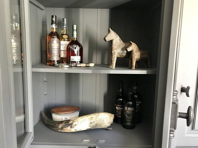 whiskey flessen open kast decoratie landelijk