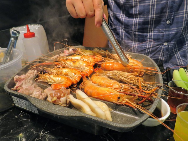 【新北市中和水道蝦推薦】乾隆泰皇蝦(已歇業)。LED夾蝦流水道、泰國蝦吃到飽。以及每天現撈深海魚、牡蠣 ...