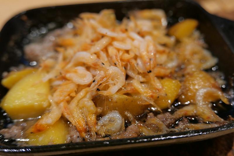 宮崎まるみ豚の挽き肉と新じゃが,桜えびアヒージョ