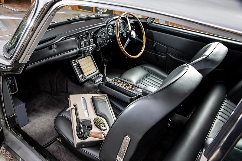 0a5dade3-1965-aston-martin-db5-bond-car-04