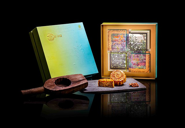 圖片_新葡京酒店「健康五仁月餅」禮盒以吳冠中的《木槿》與保羅.高更的《花園一角》藝術作品為設計基礎 Photo_The 8 Mooncake with Assorted Nuts giftbox was designed after the paintings of 'Hibiscuse
