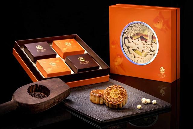 圖片_「8餐廳雙黃白蓮蓉月餅」禮盒 Photo_The 8 Double Egg Yolk and Lotus Seed Paste Mooncakes