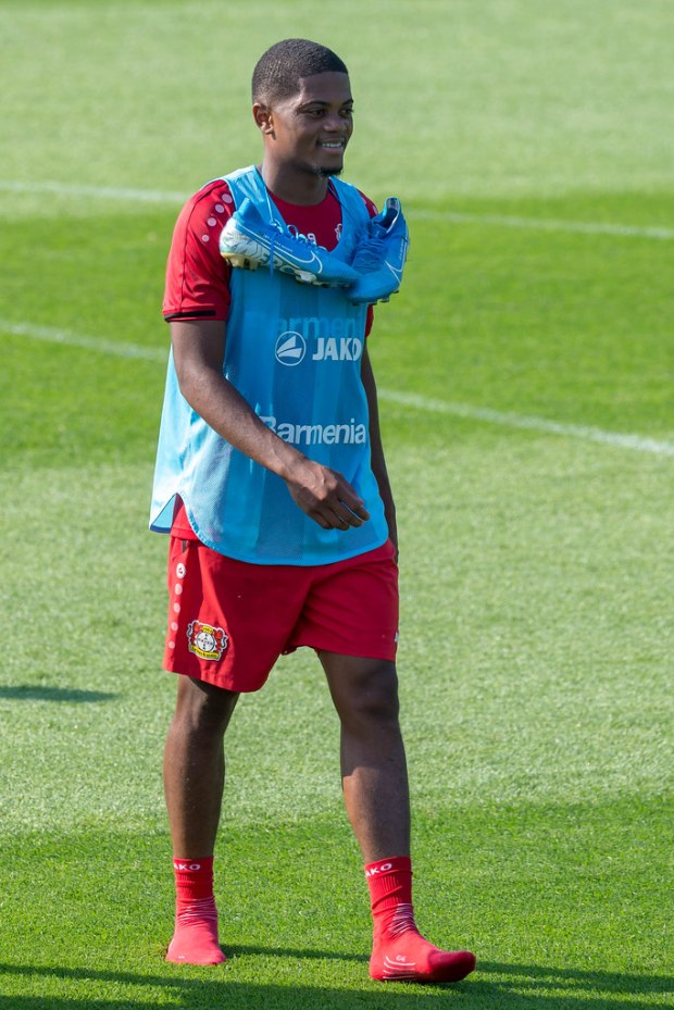 Nahaufnahme des Profi-Fußballers Leon Bailey ohne Schuhe, … | Flickr