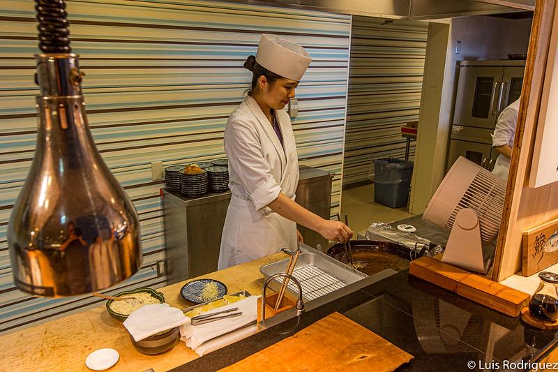 Préparer des plats au bar
