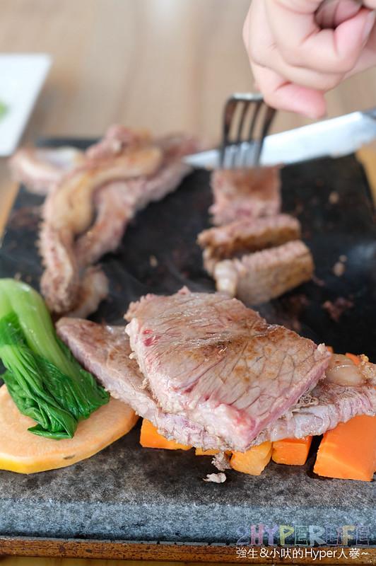 48727037942 187327a7bb c - 熱血採訪 | 280元吃的到岩燒套餐還有自助吧吃到飽,鼎岩石板岩燒牛排400度石板現煎現吃肉質口感最棒啦!