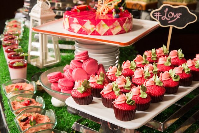 Grand Orbit PINK dessert buffet 1