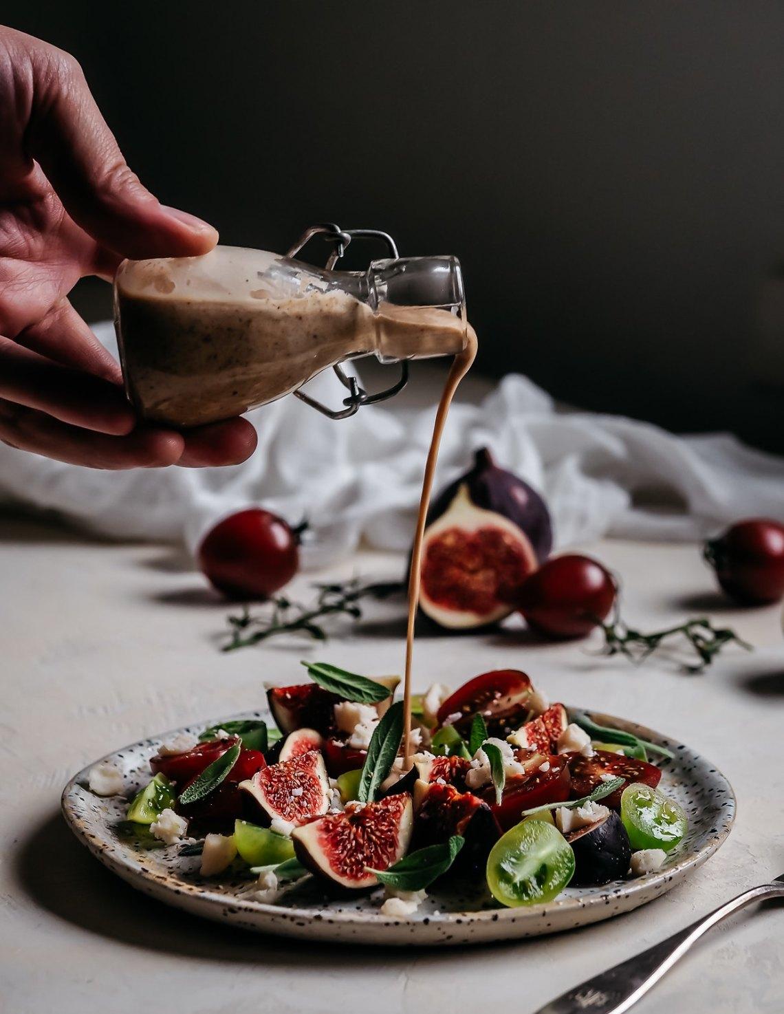 tomaatti-viikunasalaatti