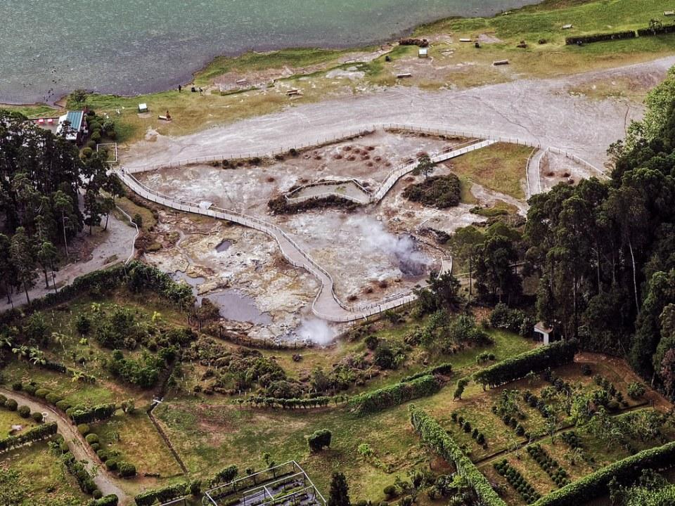 Caldeiras das Furnas fumarolas en Lagoa das Furnas Isla San Miguel Azores Portugal 09