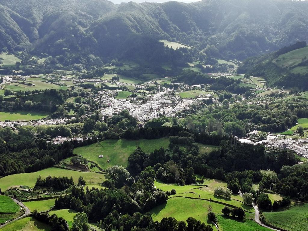 Vista de Furnas desde Mirador Pico do Ferro Isla San Miguel Azores Portugal 02