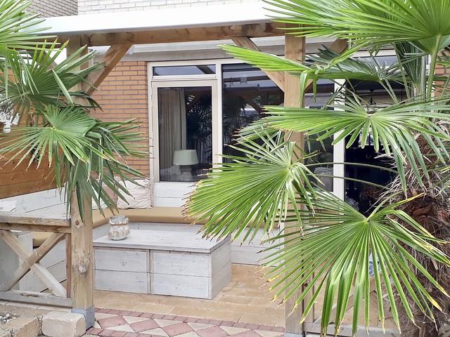 Veranda overkapping houten hoekbank landelijke stijl