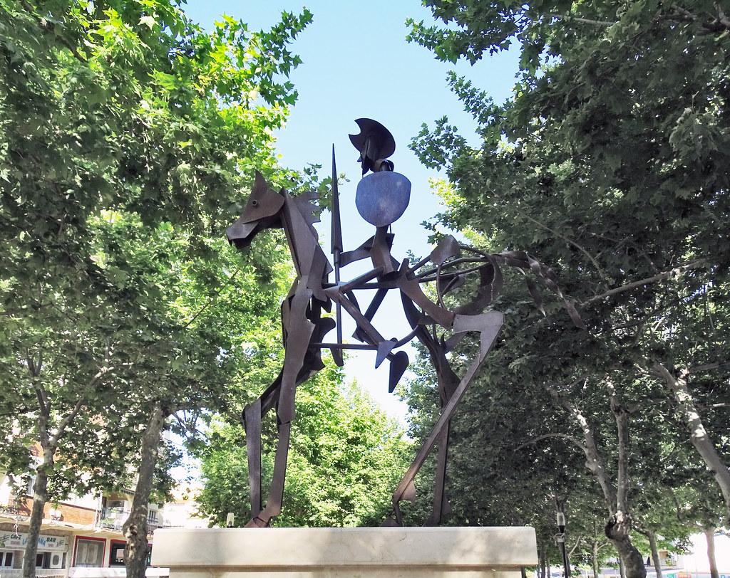 escultura del Quijote escultor Casamayor Paseo de Andalucia Velez Malaga Málaga