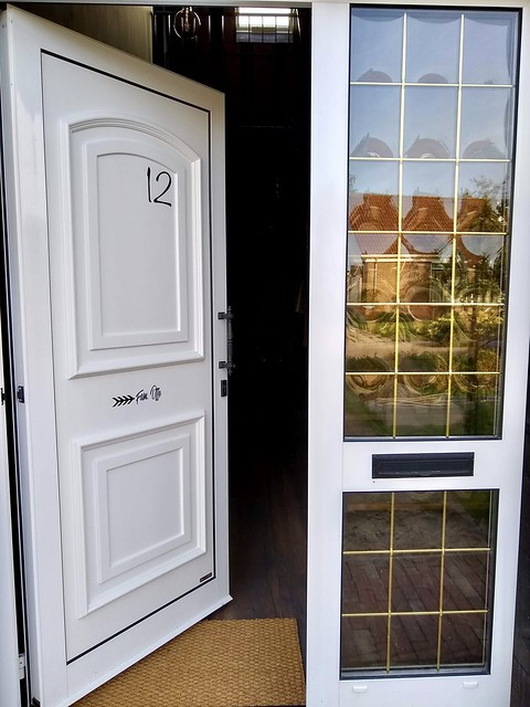 Kunsttof voordeur wit met raam