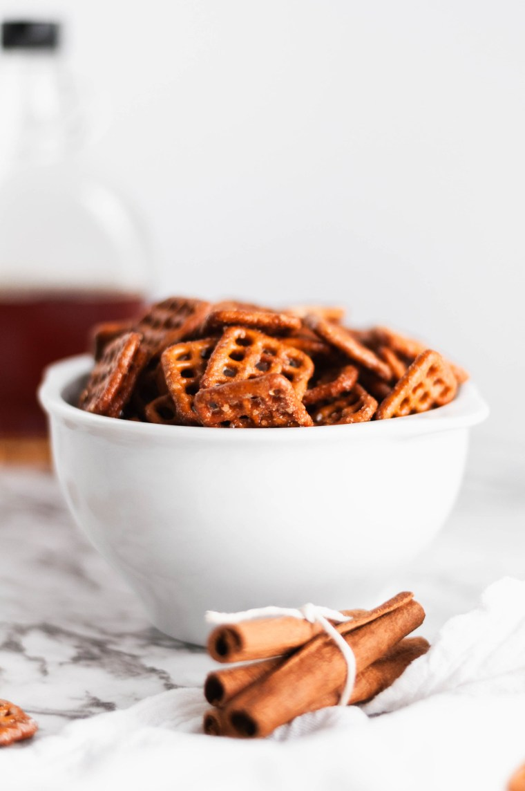 Meet your new fall snack addiction, Maple Cinnamon Pretzels. Super crunchy, sweet and full of warm fall flavors.