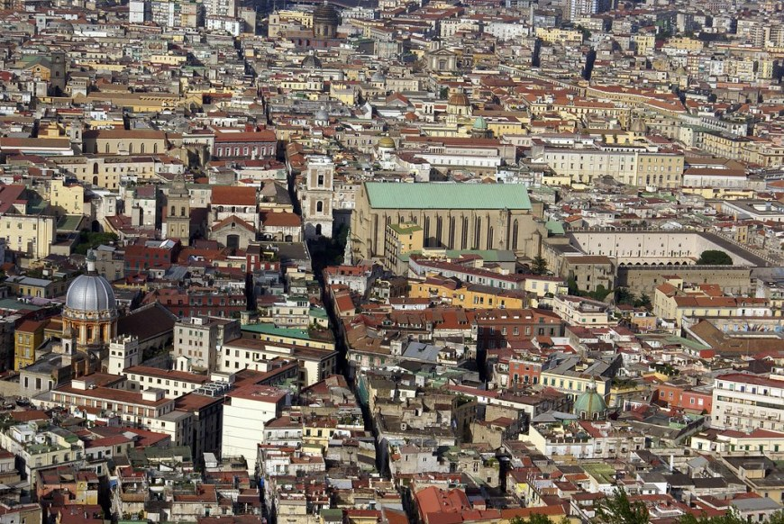 The city cut in half by the Spaccanapoli road