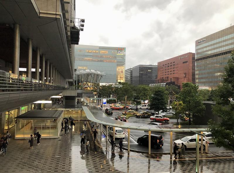 嵐の博多駅