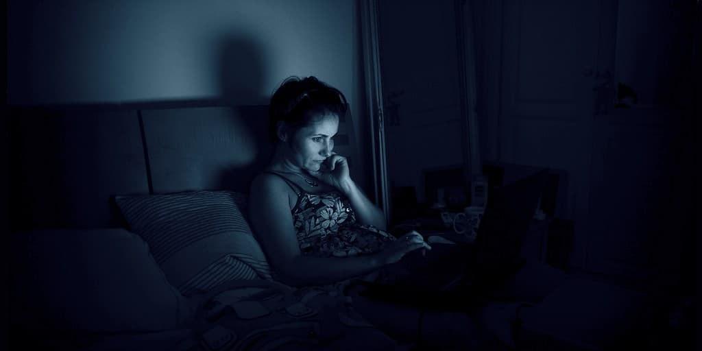lumière-bleu-néfaste-pour-la-santé-ordinateurs-smartphones
