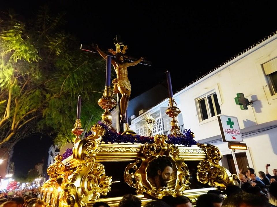 Paso de Cristo Crucificado Semana Santa 2017 en Fuengirola Málaga 02