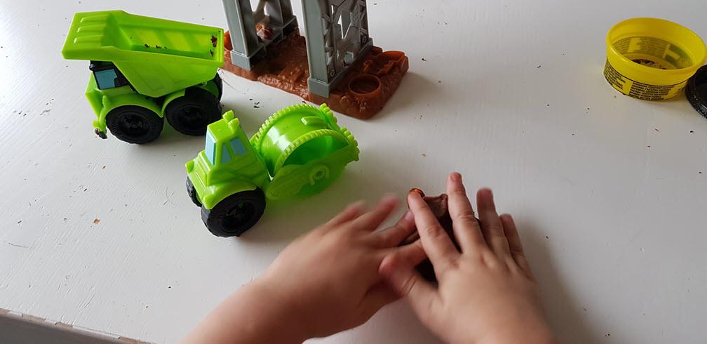 Play-Doy Wheels kinderen bouwen