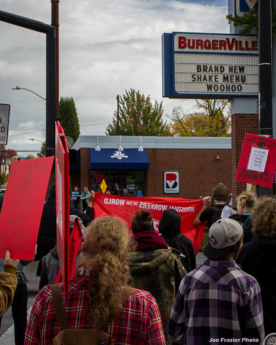Burgerville Union Pickets For Fair Wages