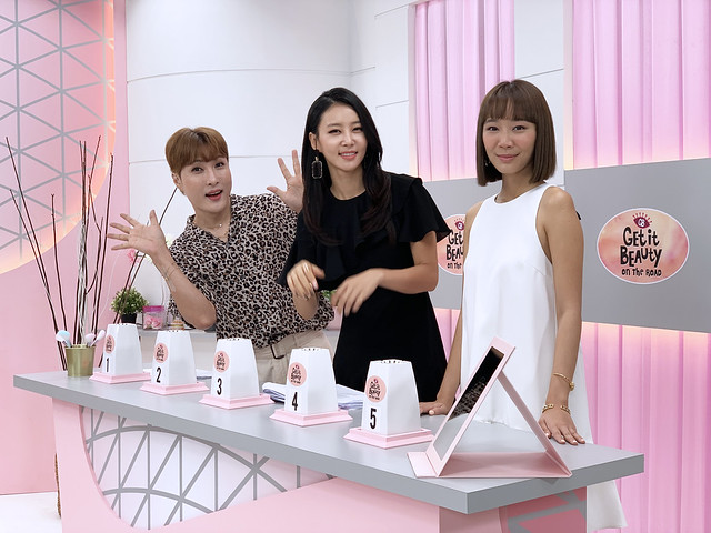 (from left) Kim Ki-soo, Kim Jung-min and Julie Tan on set of Get It Beauty On The Road in Singapore S2_1