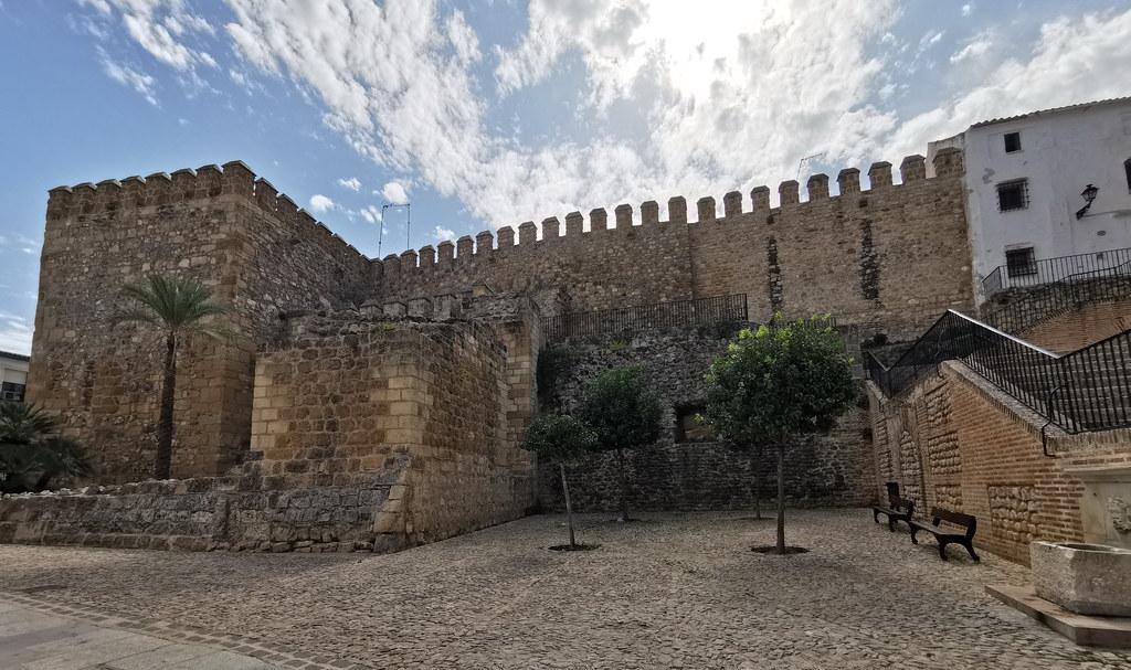Muralla en Plaza del Carmen Alcazaba de Antequera Malaga 02