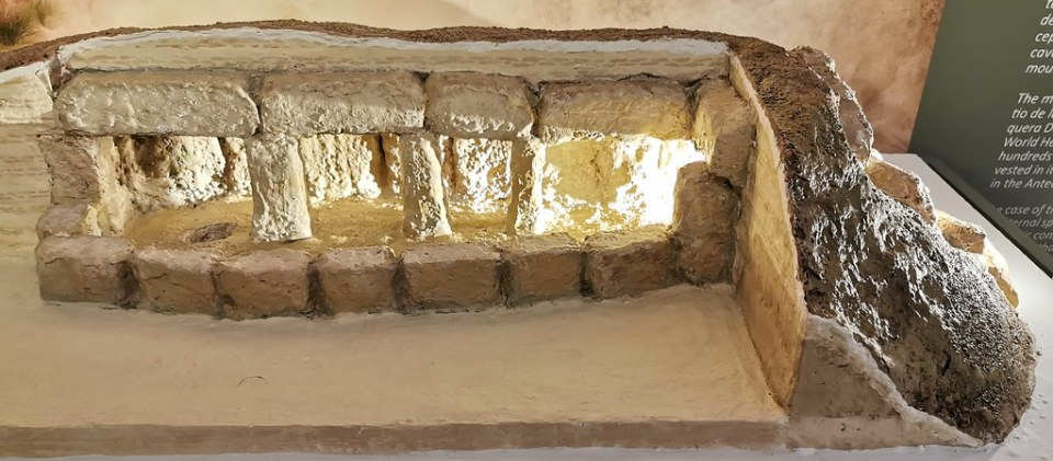 maqueta dolmen de Menga Museo de la Ciudad de Antequera Malaga