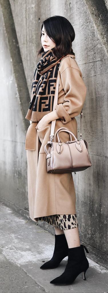 ▌Outfit ▌Fendi logo 圍巾 + Bottega Vegena Cassette Bag + Tod's D-styling Bag