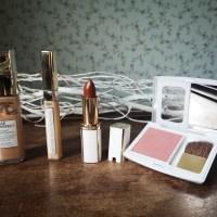 Beauty: L'Oréal Paris - Age Perfect Rouge Lumière Lipstick