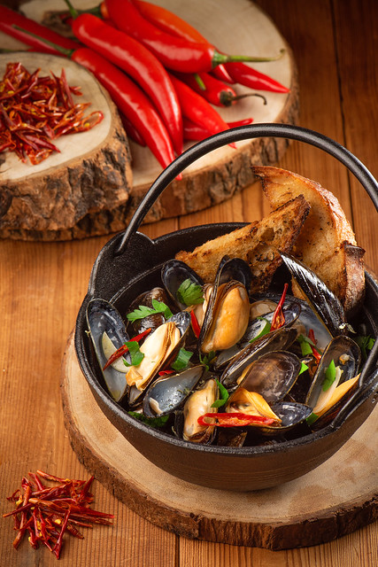 檸檬辣椒蒸青口配烤麵包 Steamed Mussels, Lemon, Pepper, Chilli, Grilled Bread