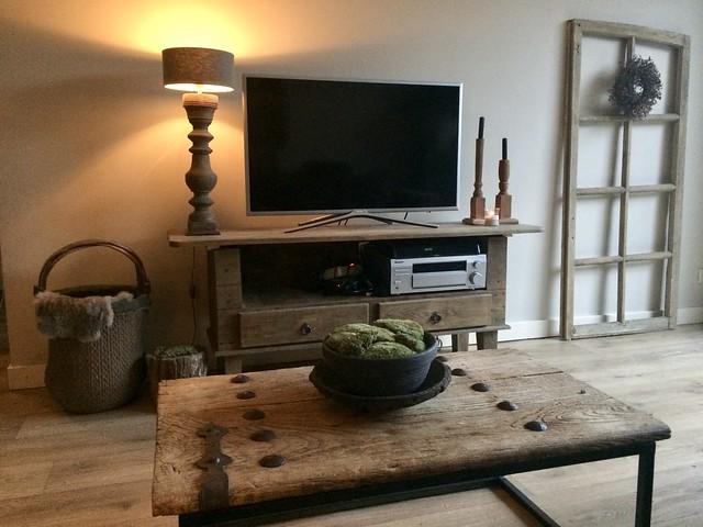 Salontafel van oude deur kom met mos tv-meubel landelijk