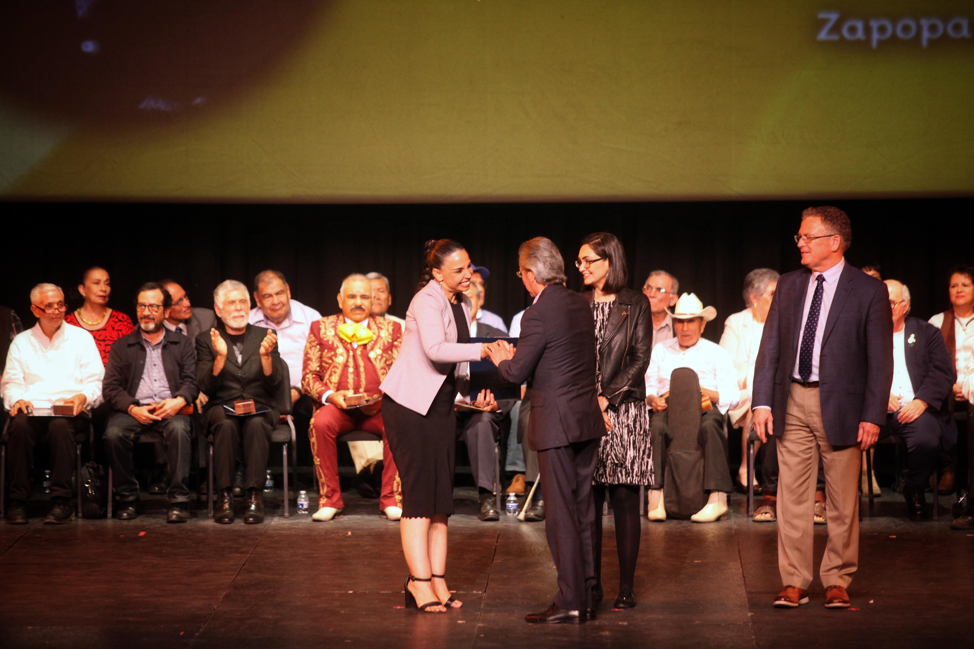 04 Dic 2019 . Secretaría de Cultura . Entrega de Estímulos PECDA en el Teatro Degollado