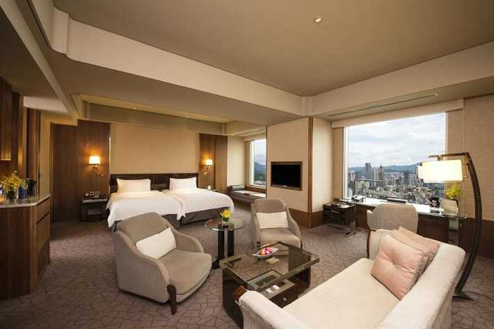 Shangri-La's Far Eastern Plaza Hotel 3
